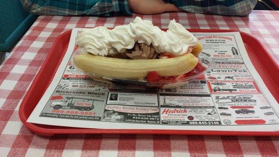 Malt Shop: The best banana split around!!