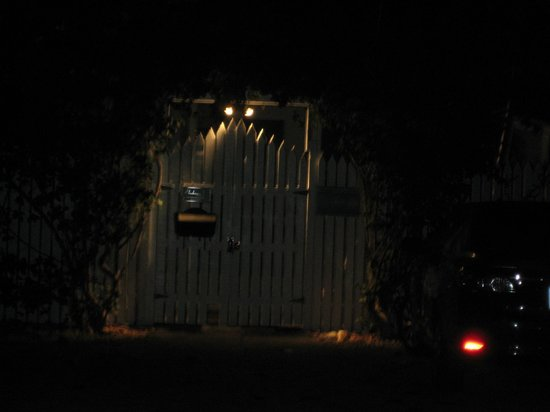 Andrews Inn and Garden Cottages: One of the two entrances at night