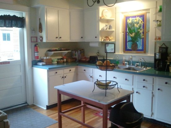 Katy Trail Bed & Bikefest B&B: Kitchen
