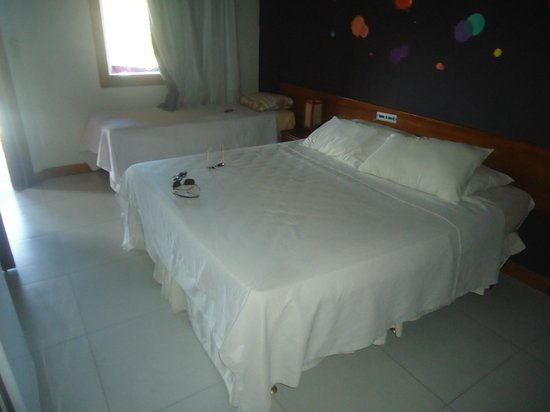 Flamingo Beach Hotel : Quarto triplo