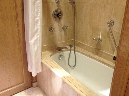 InterContinental Carlton Cannes: Salle de bain en marbre