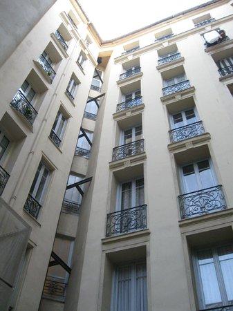 Hotel Le Grimaldi by HappyCulture: И снова во внутреннем дворике отеля