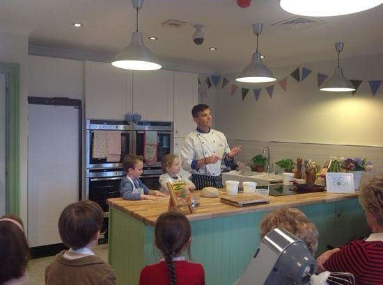 Carnaross, Irland: the opening of kids cook