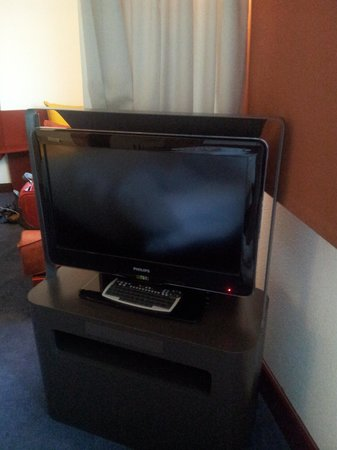 Novotel Suites Geneve: Got a decent TV though