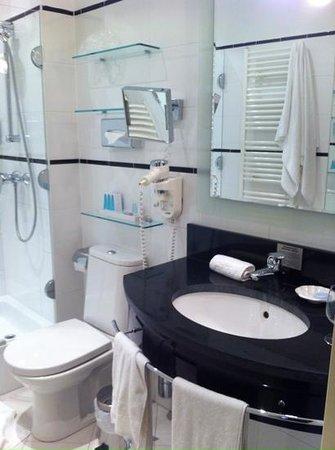 Hotel Das Tyrol: fresh bathroom