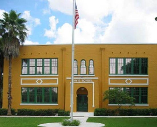 Old Davie School Historical Museum: getlstd_property_photo