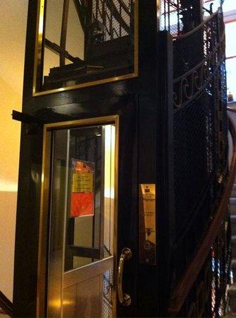 Hotel Das Tyrol: elevator