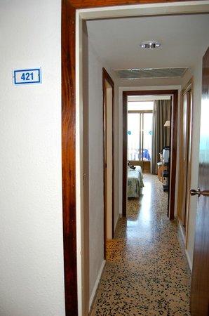 SENTIDO Don Pedro: Habitación desde el pasillo