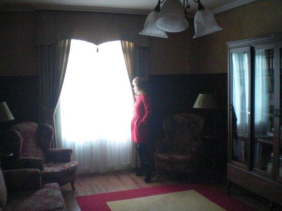 La Hacienda De Don Juan: Dispone de unas salas muy acogedoras para leer ,ver la tele etc.