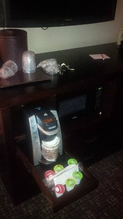 The Hotel at Black Oak Casino : hotel room has coffee maker