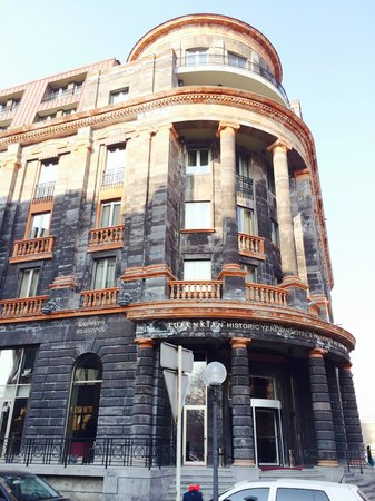 Tufenkian Historic Yerevan Hotel : Front of there hotel