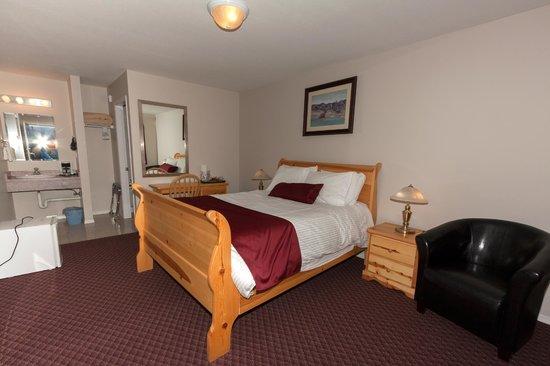 Cactus Tree Inn: one queen Sleigh bed