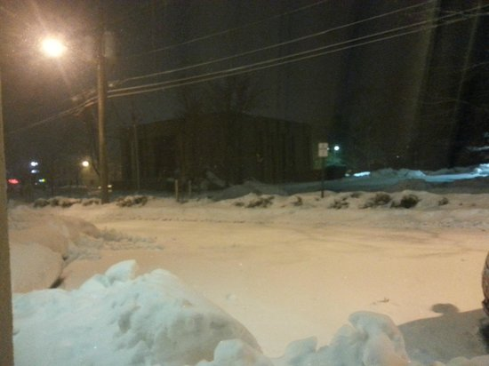 Holiday Inn Express Paramus: The lot is covered, in ice & snow because it was not plowed before the new snowfall.