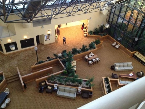 DoubleTree by Hilton Hotel Newark Airport : Lobby