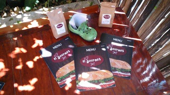 El Gourmet : Menus in Spanish, French & English