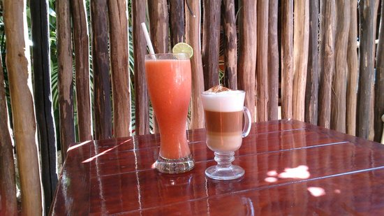 El Gourmet : Strawberry & Mango fruitwater plus cappuccino
