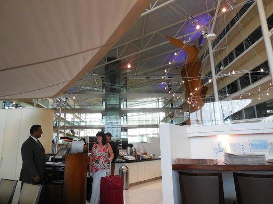 Hilton London Heathrow Airport : visão da sala de cafe da manhã