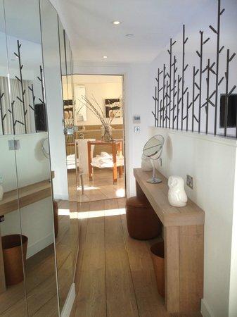 Chewton Glen Hotel & Spa: living room to bathroom