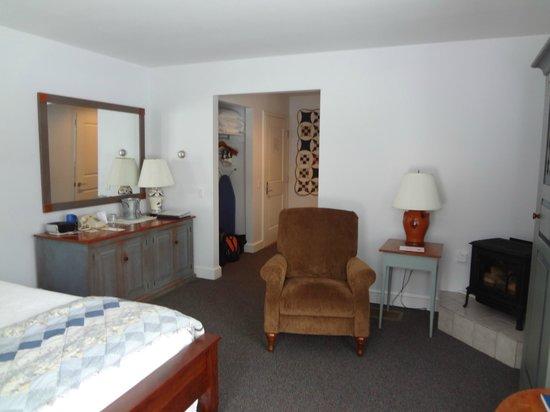 Murphin Ridge Inn: Red-winged Blackbird Room in guesthouse