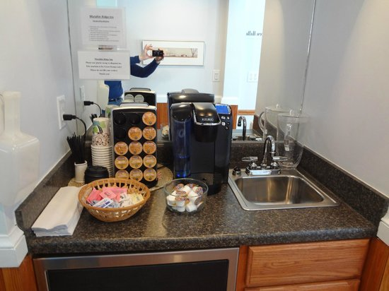 Murphin Ridge Inn : Beverage area in the guesthouse