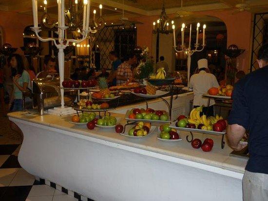 Club Med Ixtapa Pacific : Desert buffet.