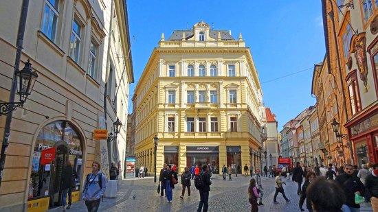 Ventana Hotel Prague: view of Ventana Hotel from the main square