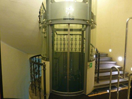 Ventana Hotel Prague : Hotel elevator