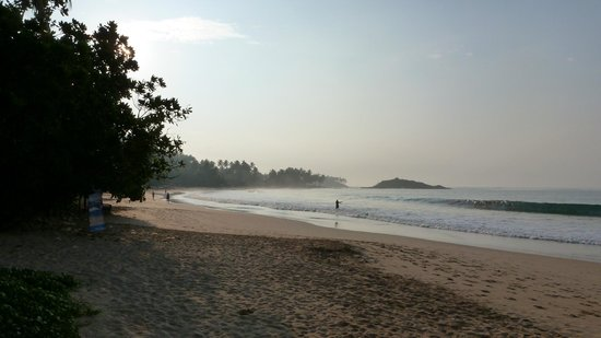 Paradise Beach Club: Coté gauche de l'hôtel
