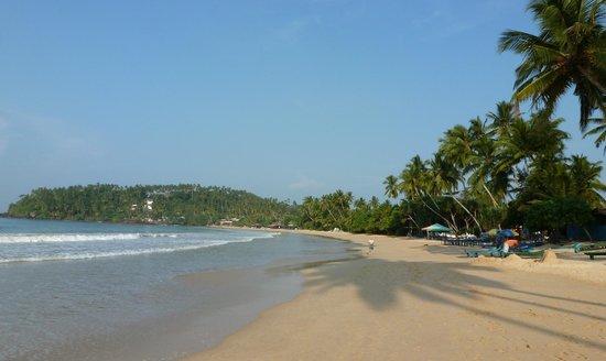 Paradise Beach Club: Coté droit de l'hôtel
