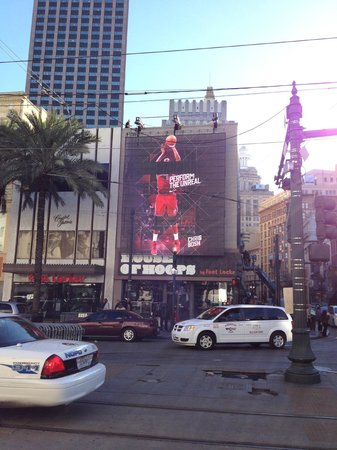Sheraton New Orleans Hotel: House of Hoops on Canal Street decorated for NBA All Star with jumbo screen