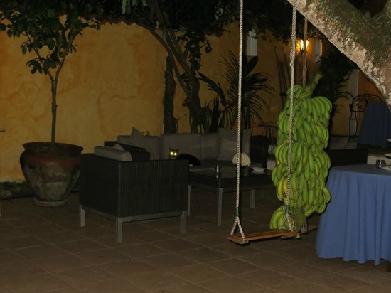 La Villa Mahana: Courtyard