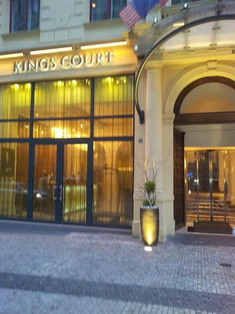 Hotel Kings Court: Front of Hotel