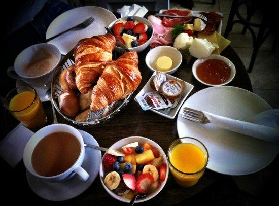 Cafe Klenze: Chelsea breakfast