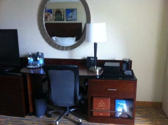 San Diego Marriott Mission Valley : Desk