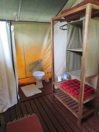 Mara Siria Camp : Bathroom inside tent
