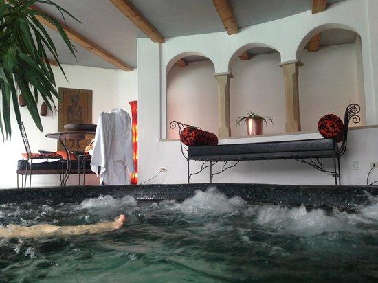 Romantik Hotel Turm: Inside pool
