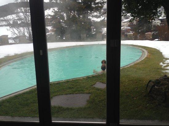 Romantik Hotel Turm: Outside pool from inside pool !