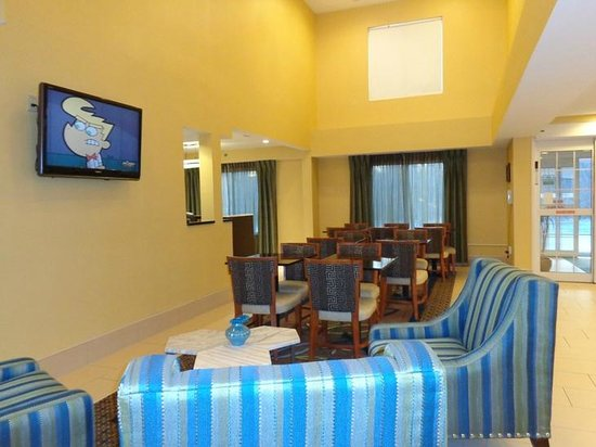 Holiday Inn Express Keene : sitting area near lobby
