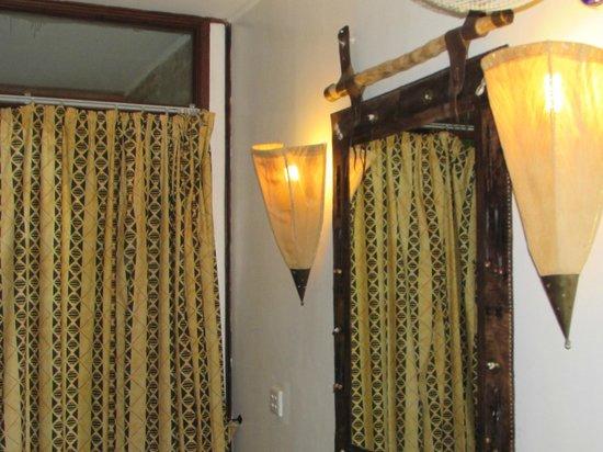 Keekorok Lodge-Sun Africa Hotels: lamps in guestroom