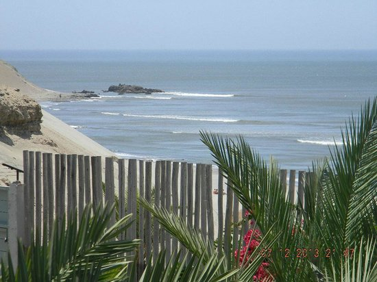 Chicama Surf Hotel & Spa: The waves's spot    viewed  from the ocean view room