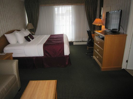 Best Western Plus Inner Harbour : Comfortable, king size bed