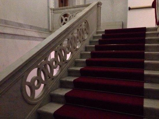 Hotel Ai Reali di Venezia: Staircase, beautiful!