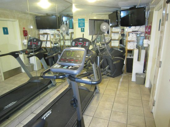 Best Western Plus Inner Harbour : Small exercise room