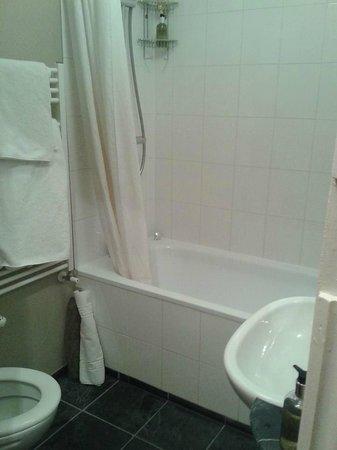 Amherst Brighton: bathroom