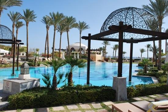 The Palace Port Ghalib : zicht op zwembad