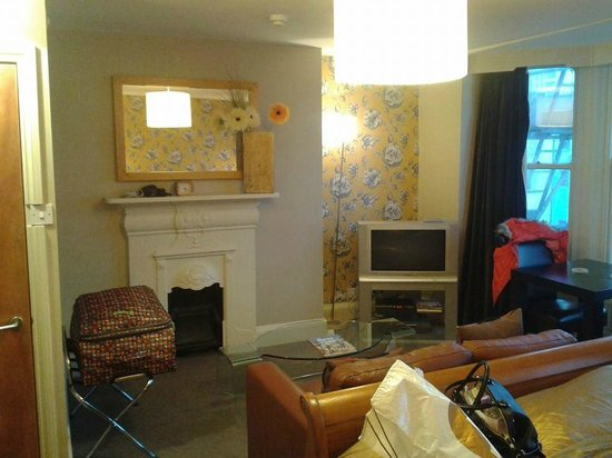 Amherst Brighton: room