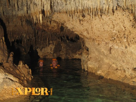 Xplor Park: Swimming in cenote
