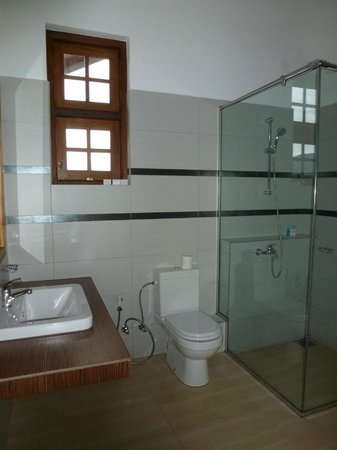 Heaven Seven Hotel Nuwara Eliya: Notre salle de bains