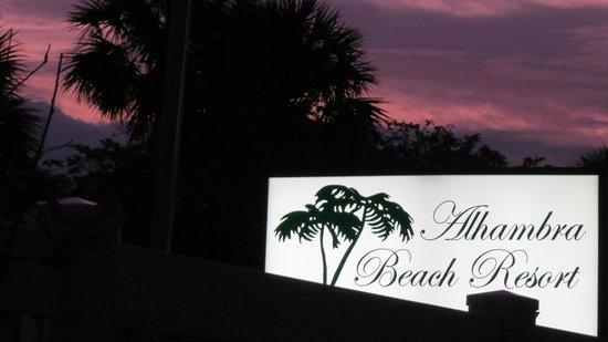 Alhambra Beach Resort: Sunset