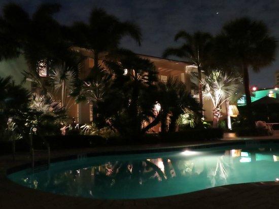 Alhambra Beach Resort: Poolside at Night
